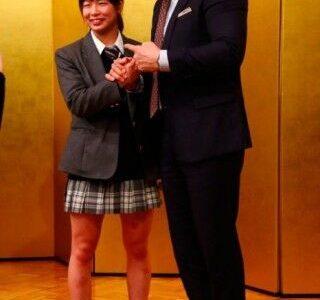 10万円貰えるけど、総合格闘家の浅倉カンナと強制的にHさせられるボタン