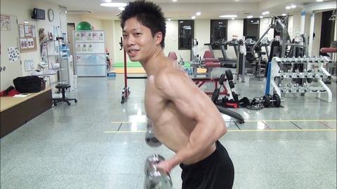敵「筋トレで付けた筋肉が何の役に立つの?www」ワイ「猫背が治った」