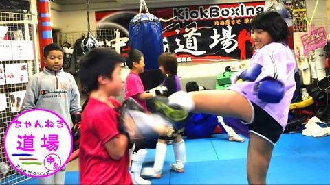 【よつべ】女子小学生(生足)キックボクサーの再生回数wwwwwwww