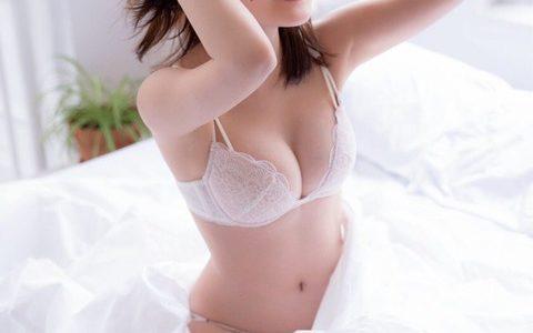 """「触れたくなる""""ふわふわ""""ボディ」生田絵梨花(23)、写真集が5度目重版で32万部突破!発売から1年半超異例のロングヒット"""
