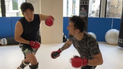 """朝倉未来、K-1王者と""""ガチスパーリング"""" 豪華コラボ連発でチャンネルは「天下一武道会」状態に"""