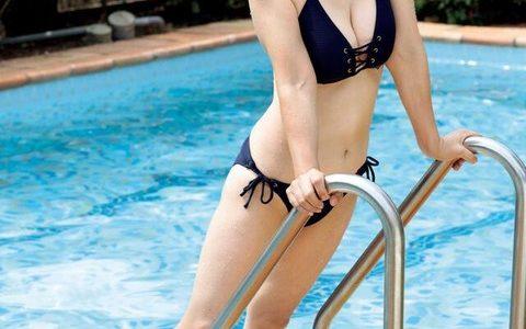 宮崎美子、61歳ビキニ姿の別カット公開「健康的で輝いています」「肌が綺麗スタイルも良い」