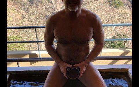 【朗報】ムチムチボディのJKが温泉ですっぽんぽんでアキラ100%のモノマネwwwwww