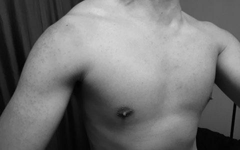 【朗報】ぼくくん、少しだけ筋肉が付きはじめるwwwww