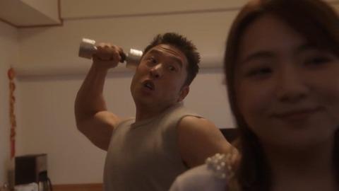 小島瑠璃子「そんな意味のない筋肉つくってどうするの?」なかやまきんに君「!!」