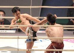 朝倉未来1回KOで復活星 戦慄左ハイキックから右 弥益を倒す