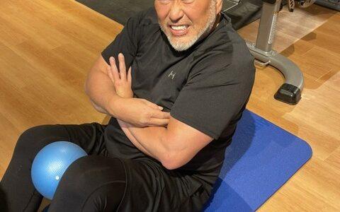 138キロ・清原和博氏が苦悶の表情で過酷な腹筋トレ「腹が邪魔してあかん」