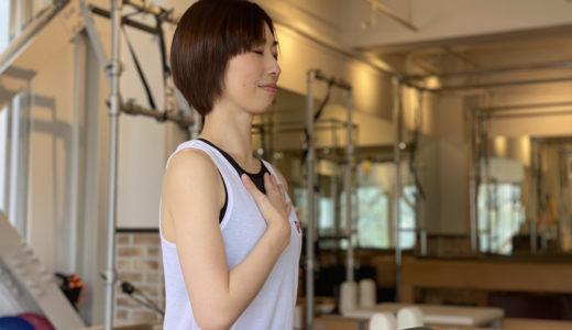 「胸式呼吸」の効果とやり方。腹式呼吸との違いは?zen placeのピラティスインストラクターが解説