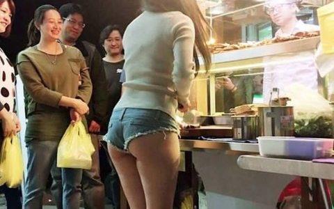 【朗報】台湾の屋台、店員さんがヱッチすぎるwwwwwwwwwww