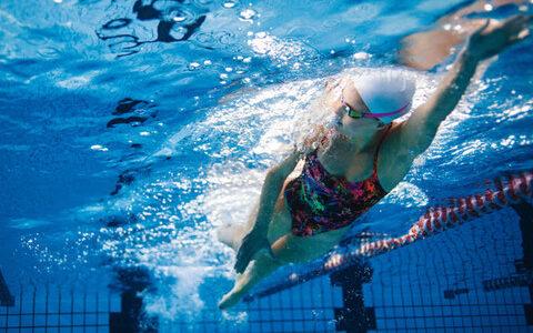 【悲報】水泳って身体に良いイメージあるけど、骨密度が激減するからやらない方が良いらしい