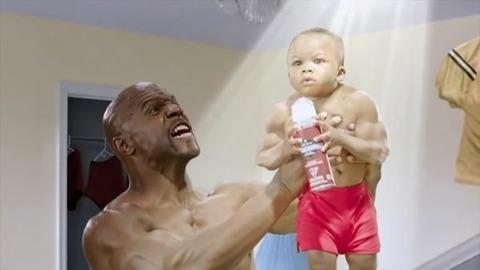 【悲報】ヨッメ、粉ミルクに俺のプロテインを配合して息子に飲ませている模様