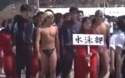 【悲報】水泳部さん、部活対抗リレーで水着で走らされてしまう…