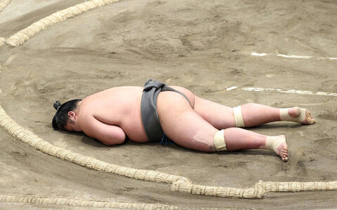 【悲報】日本相撲協会、意識不明の力士を6分放置
