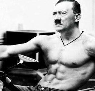 ヒトラー「風呂に入る前に筋トレをすると頭を洗うのがちょっと辛い」