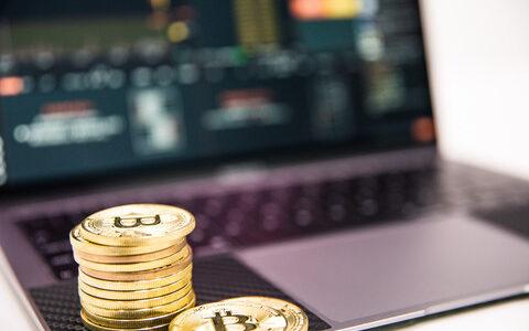 ビットコイン10万買ったら10年後いくらになってるかな?