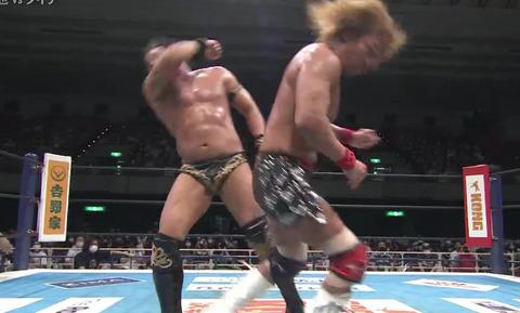新日本プロレスさん、白鵬のエルボーを早速逆輸入してしまう
