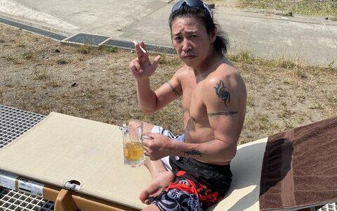 【画像】元JRA騎手の藤田伸二さん上半身裸のとんでもないムキムキのボディーを見せつける
