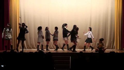 【速報】ヤバすぎる女子高生のダンス動画を発見してしまう