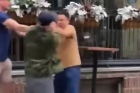 【動画】路上でキモオタ同士が喧嘩するwwwwww