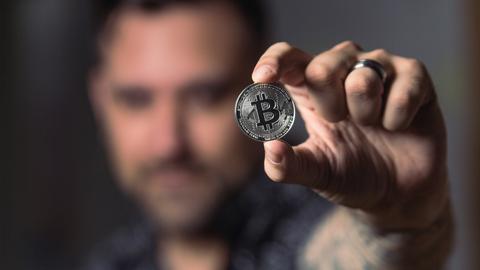 昔のビットコイン「ピザ2枚(25ドル)を10000ビットコインで購入」