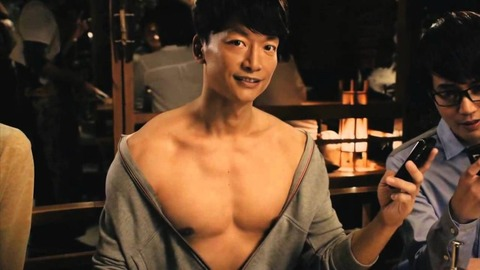 【悲報】稲垣吾郎(47)と草彅剛(47)は相変わらずスタイルも良くイケメンなのに、香取慎吾(44)だけ親方みたいになってる…
