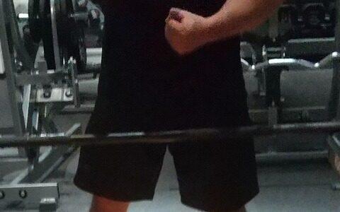 【画像】ワイの鍛え抜かれた筋肉見たい?